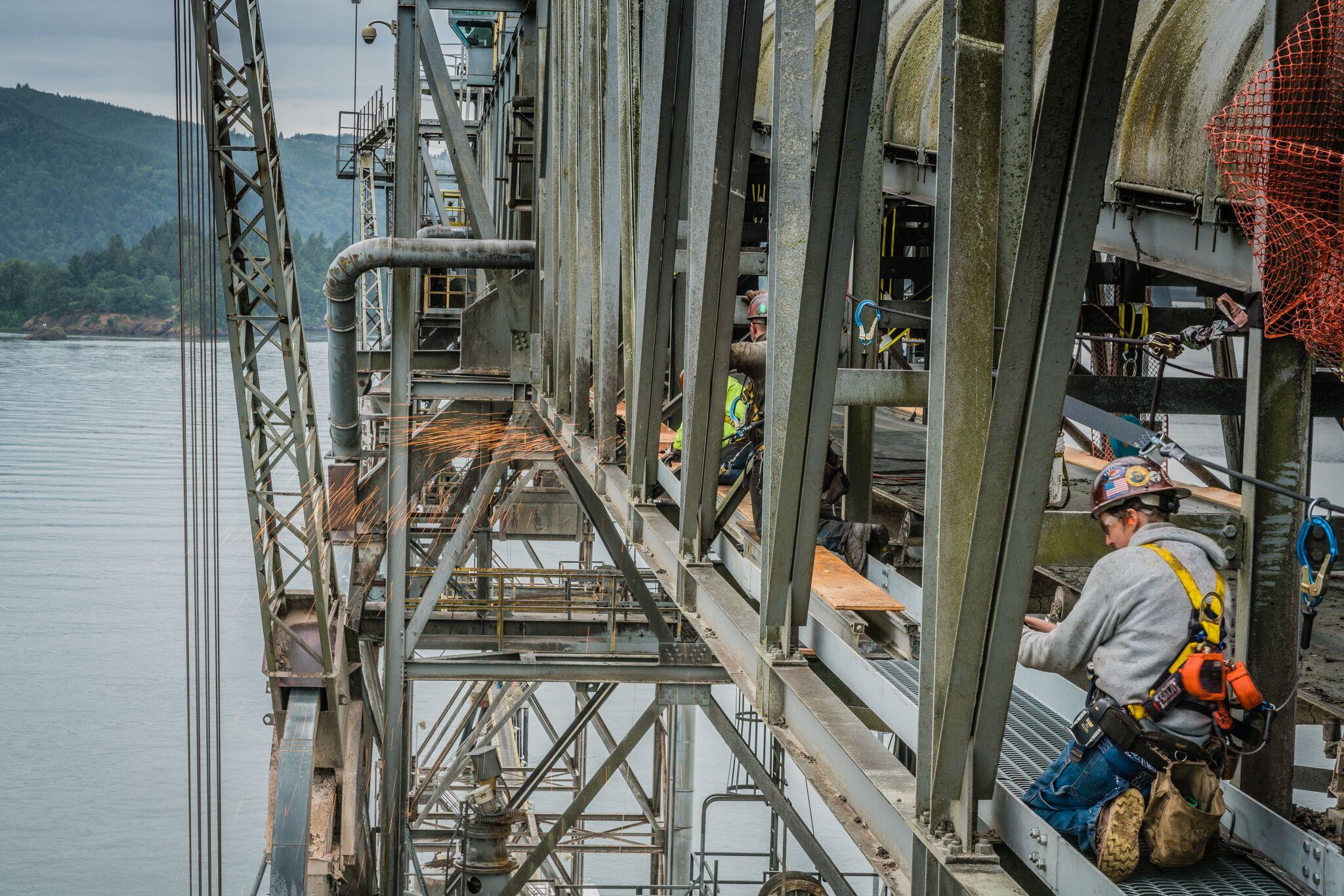 omega morgan millwright crew installing a new catwalk on a ship loader