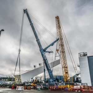 Linde Cold box being lifted by omega morgan crane and sarens crane on a wet cloudy day