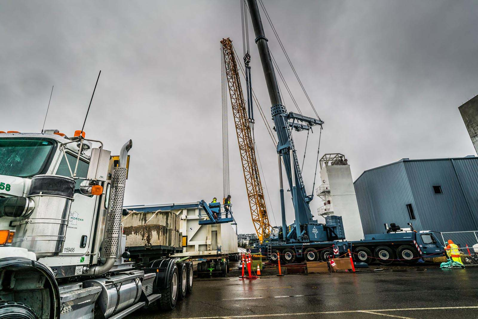 Two cranes ready to lift the Linde cold box off of a trailer