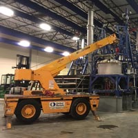 selected thumbnail button of IC-200 Broderson Carry Deck onsite at GCL Grower's previous warehouse space