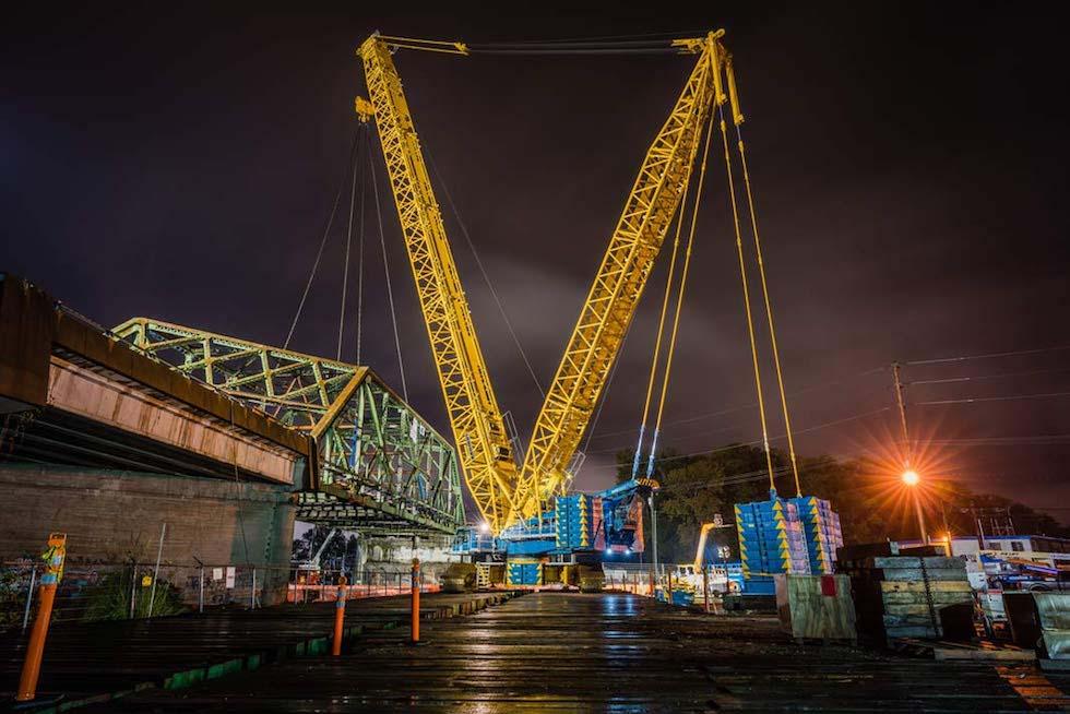 Omega morgan crane team moving Tacoma bridge in one piece