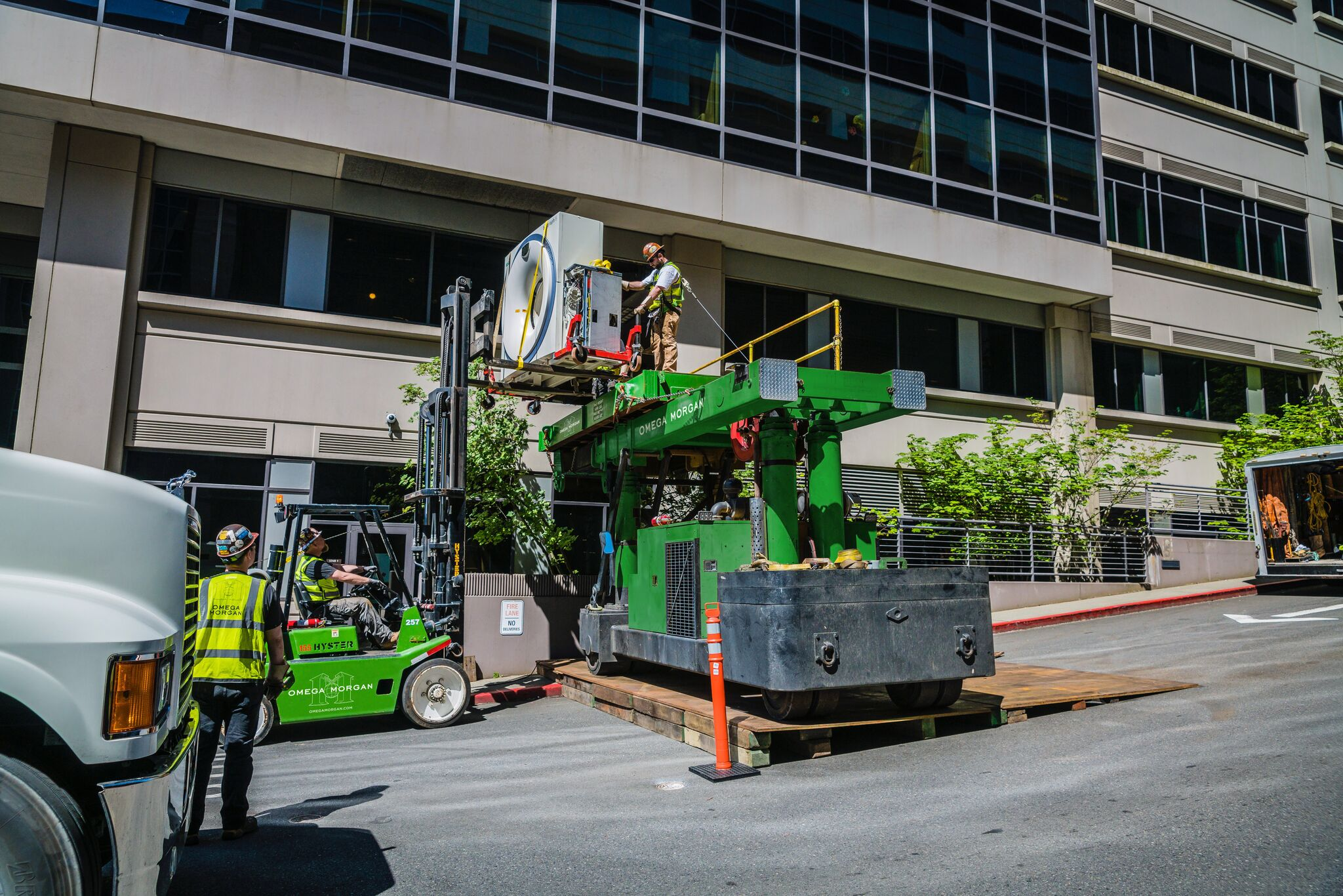 Moving MRI unit into 2nd floor of medical building using tri-lifter and versa lift