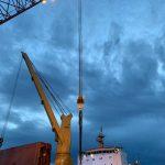 600 ton Derrick ringer crane preparing to move the turbine runner.