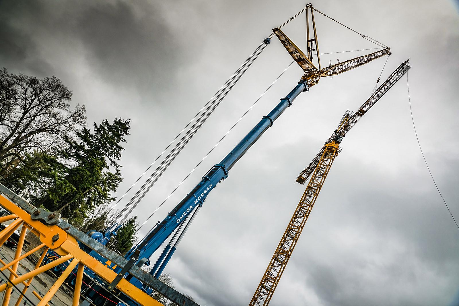 485 ton Liebherr placing inner jib of tower crane