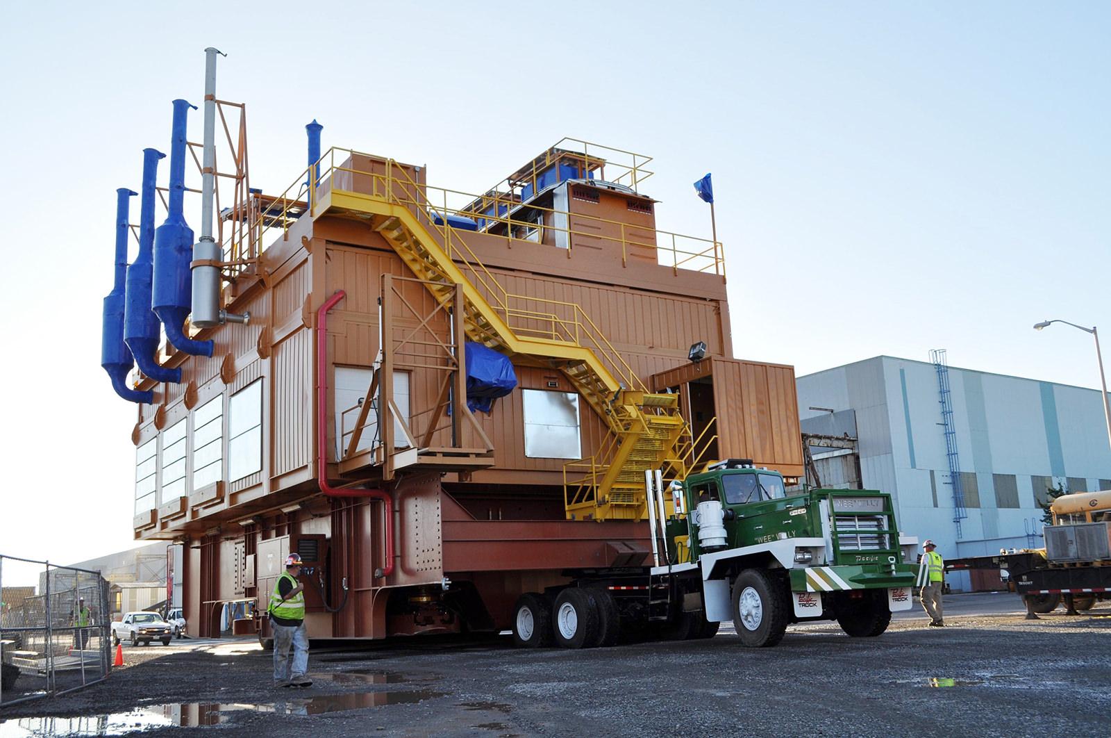Moving 950,000lb drill rig