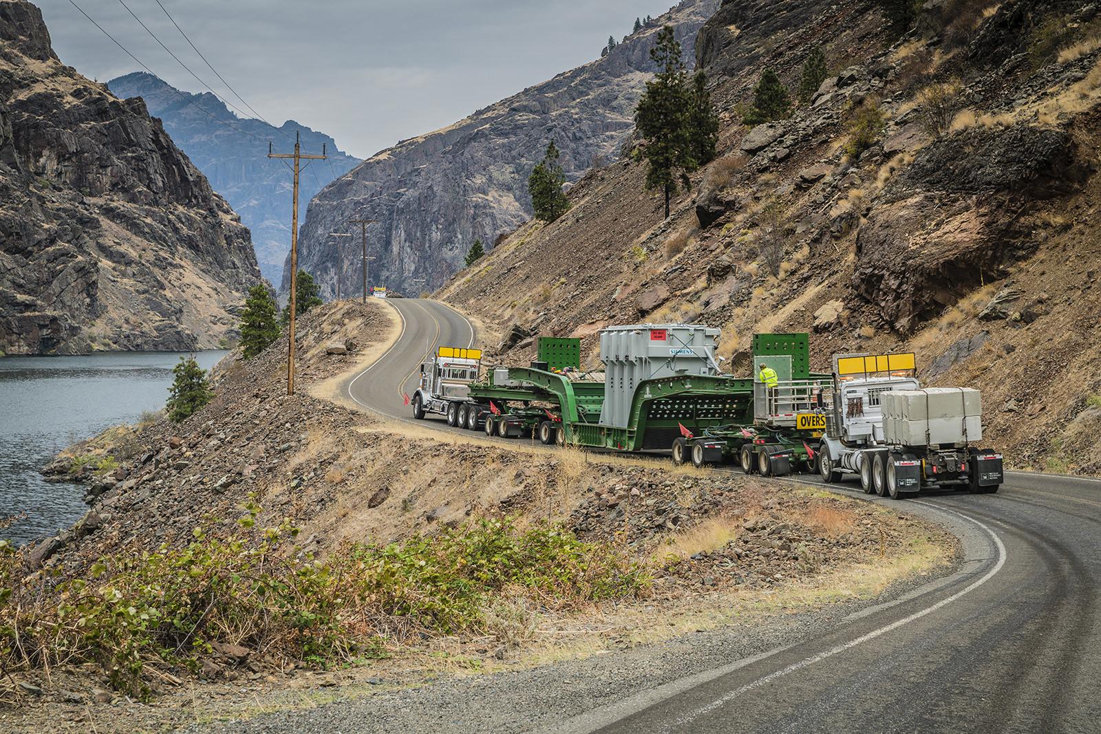 Transporting 200,000lb transformer utilizing a live platform trailer