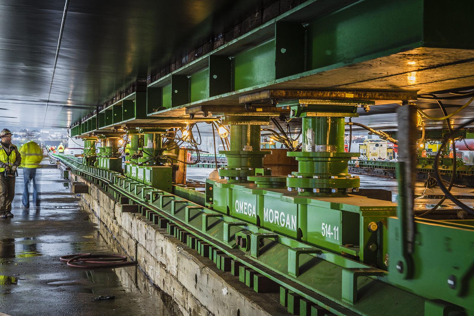 Omega Morgan heavy slide system under barge