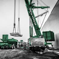 deselected thumbnail button of Omega Morgan cranes lifting a hot isostatic press piece from a dual lane transporter in Albany, Oregon