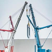 selected thumbnail button of Omega Morgan crews with two five hundred fifty ton cranes lifting a piece of a hot isostatic press in Albany Oregon
